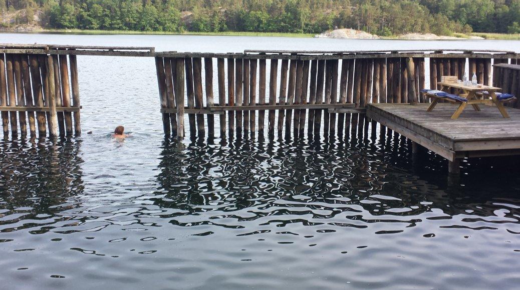 Glid ner i vattnet