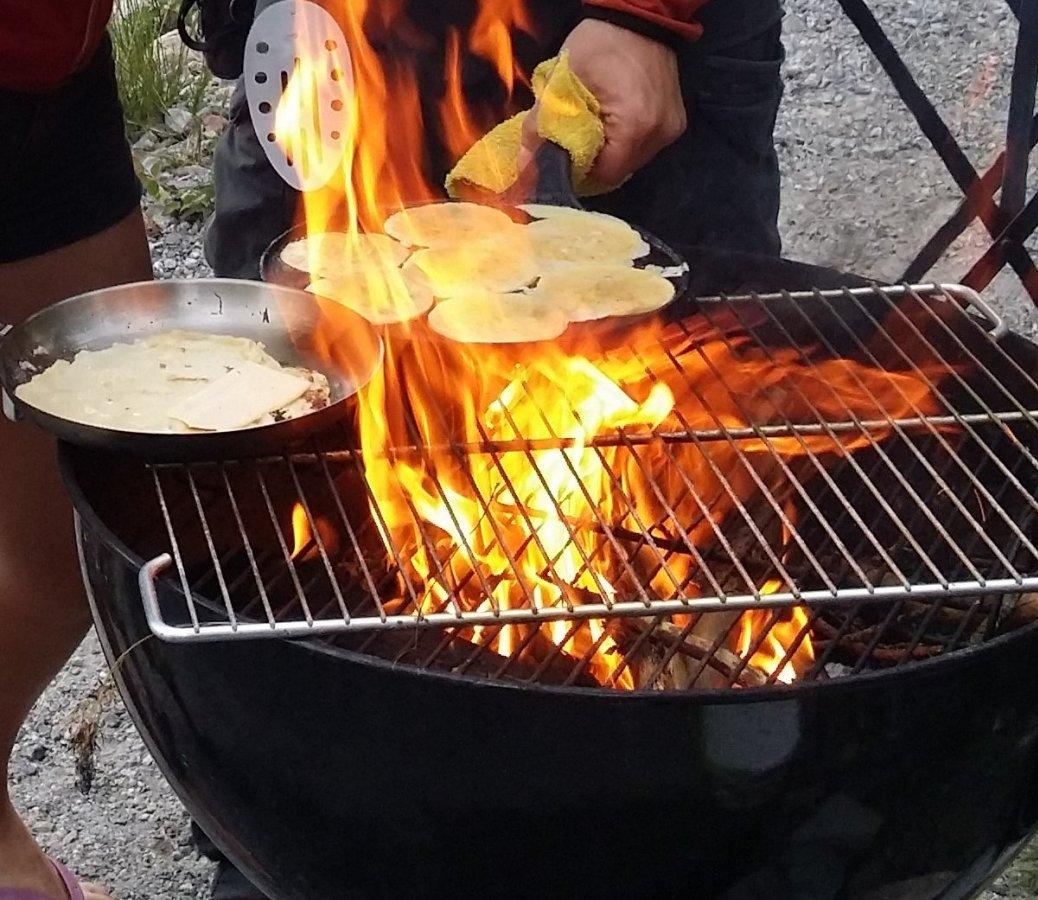 Pannkakor är utmärkt på grillen