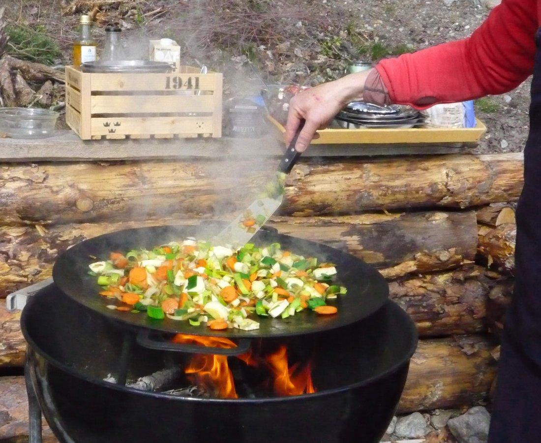 Grönsaker stekas med eldost
